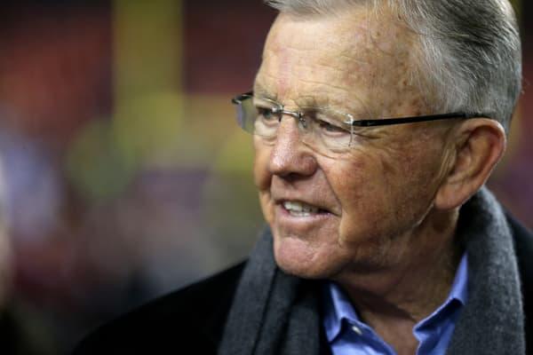 El ex entrenador en jefe Joe Gibbs de los Washington Redskins