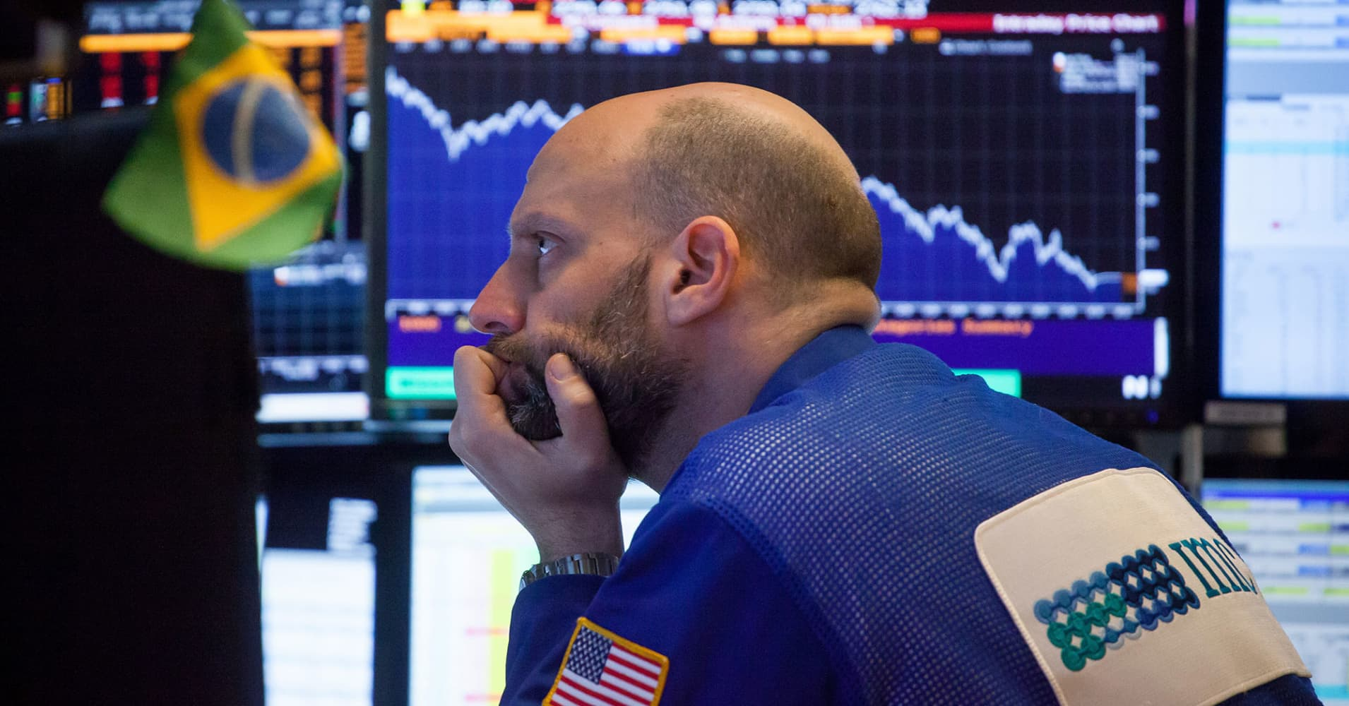 Dow drops more than 250 points as trade fears and tech troubles pressure stocks