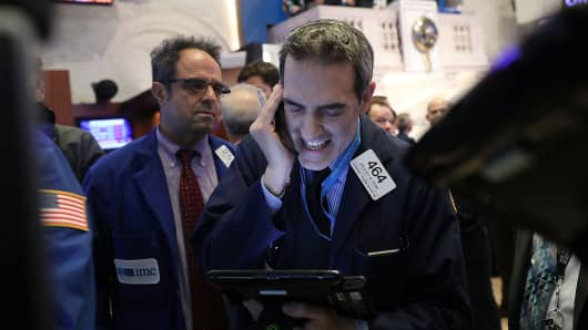Dow turns back negative, trades in wild 934-point range