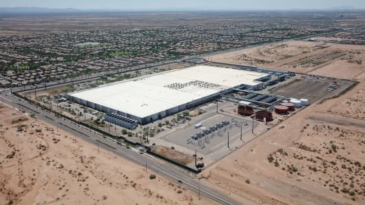 Aerial view of the Apple Data Center in Mesa near Phoenix, Arizona, U.S. on August 6, 2017. Picture taken on August 6, 2017. Apple plans to build its second data center in China at Ulanqab City in the Inner Mongolia Autonomous Region.