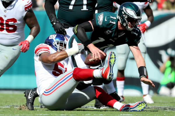 New York Giants player Devon Kennard tackling the Philadelphia Eagles' Carson Wentz