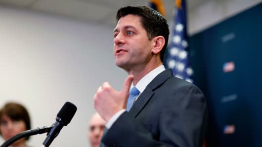 US House passes budget deal, ending government shutdown
