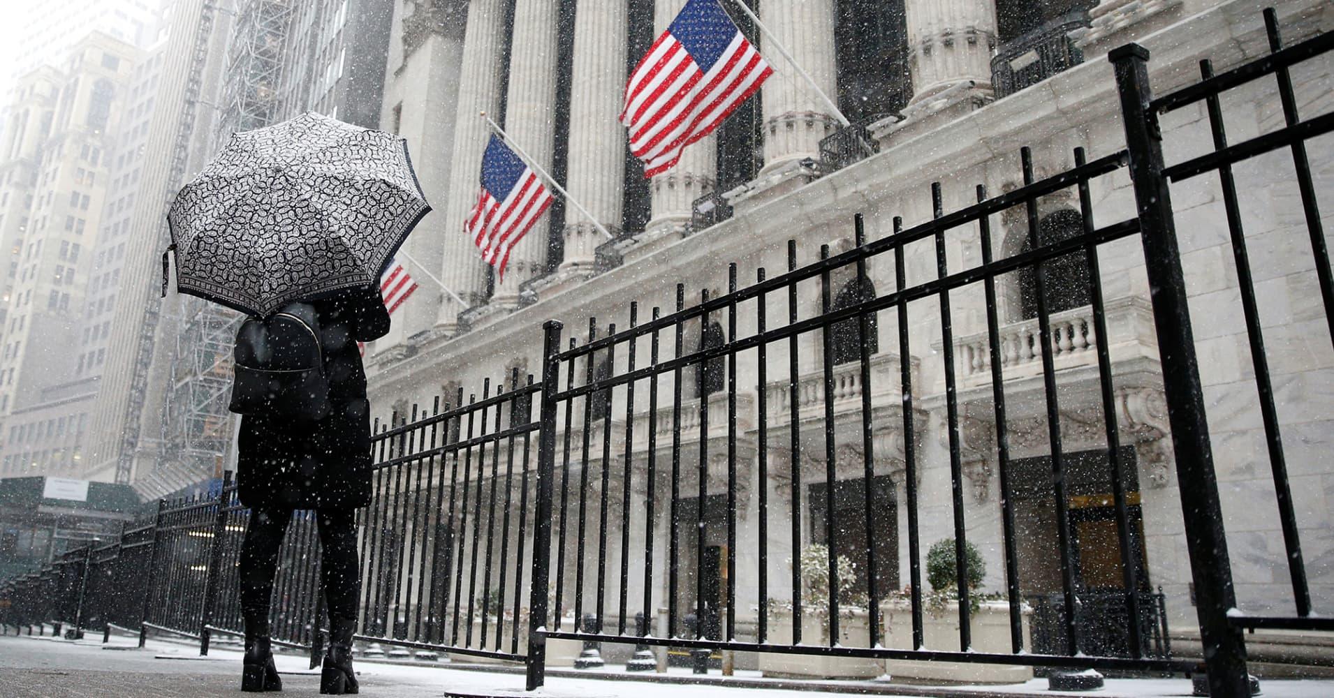 Wells Fargo cuts rate hike forecast, bond yield targets