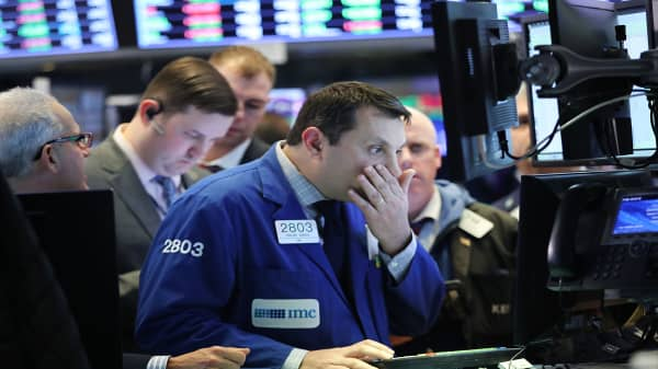 When the market tanks, it pays to stay invested