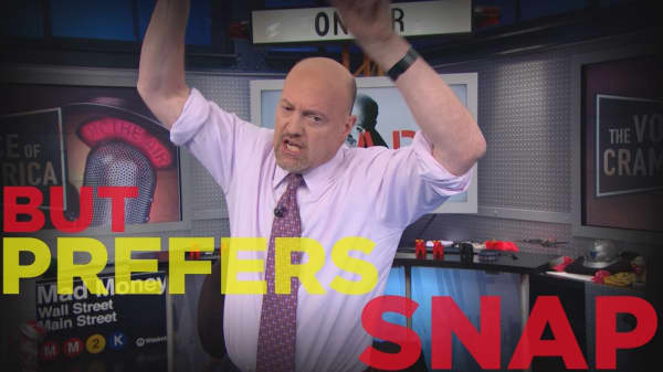 Cramer Remix: Why I'd recommend Snap over Twitter