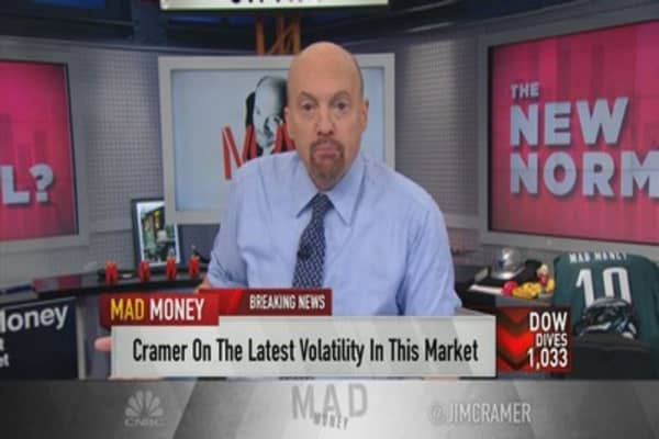 Cramer explains the rapid sell-off: 'When the market's not trustworthy, no one buys'