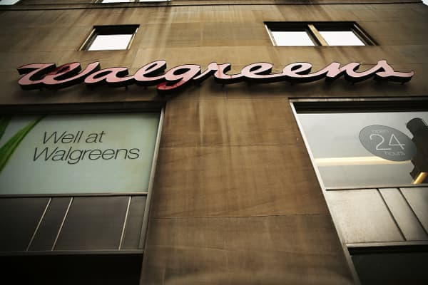 Walgreens weighs bid for AmerisourceBergen: WSJ