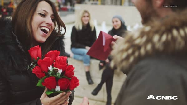 Americans spend nearly $20 billion on Valentine's Day. Here's how much you should spend