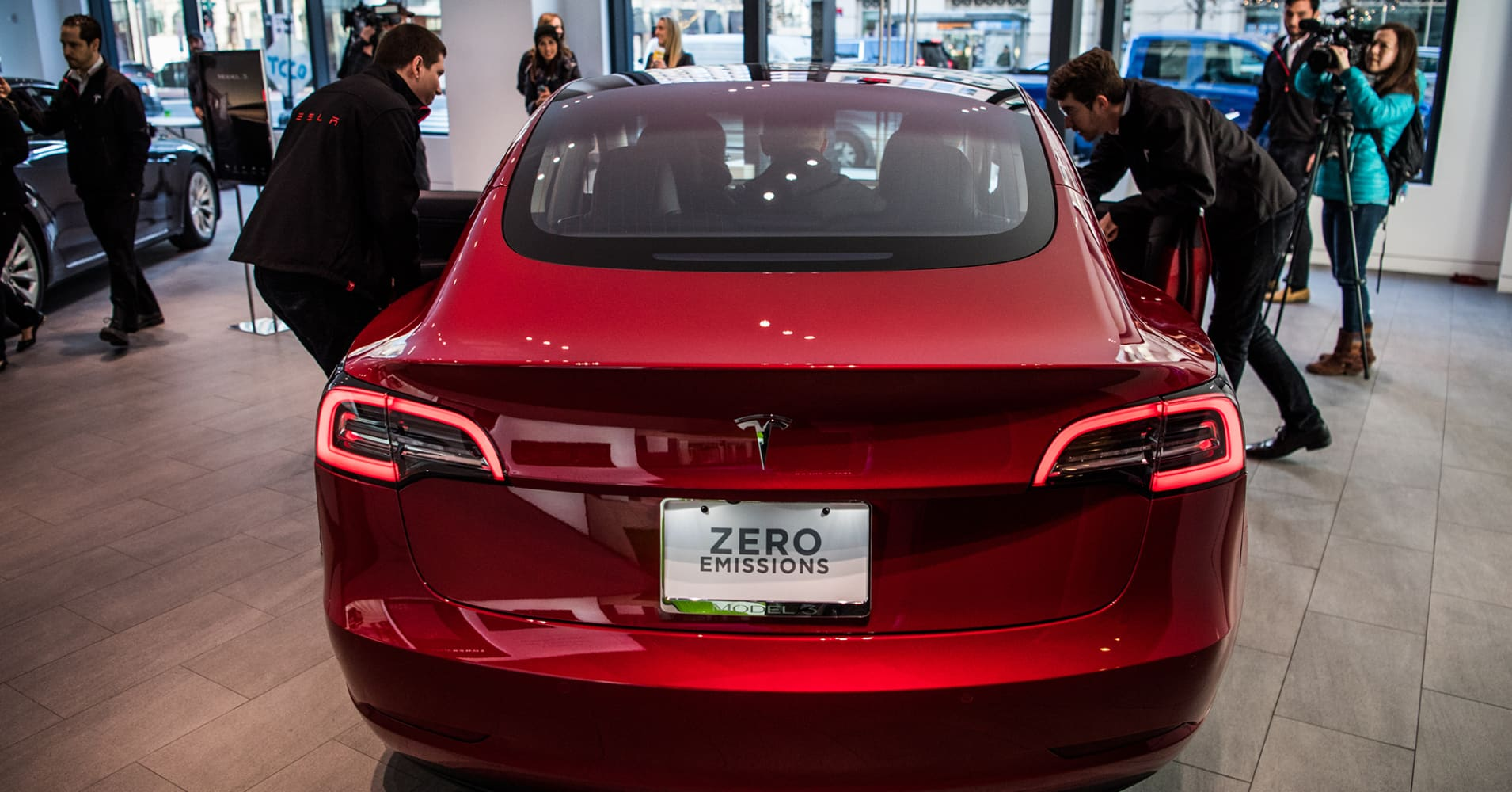 cnbc.com - Lora Kolodny - Tesla customers describe maddening problems with returns and refunds