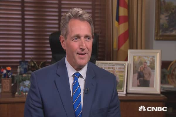 Flake: Porter scandal doesn't mean Trump has to fire John Kelly