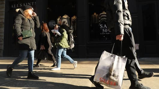 People shop along Broadway in Manhattan on January 26, 2018 in New York City.