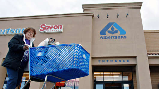 Grocery store chain Albertsons, drugstore Rite Aid unveil tie-up