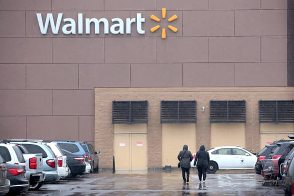 Walmart sees better-than-expected sales growth