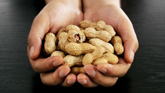 Aimmune's peanut allergy drug meets main goal of key study