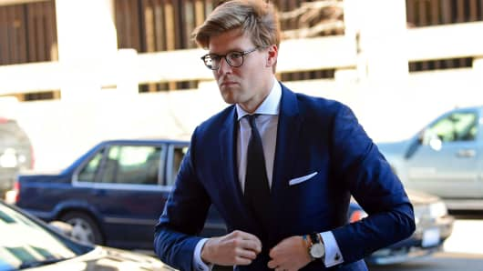 Alex van der Zwaan arrives at Federal District Court in Washington, Tuesday, Feb. 20, 2018.