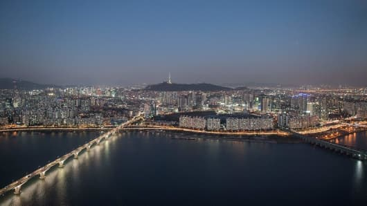 This photo taken on November 15, 2016 shows a general view of the northern Seoul city skyline and Han river, as seen from the landmark 63 tower.