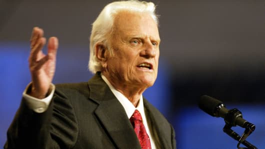 Hundreds pay respects to Rev. Billy Graham in Asheville