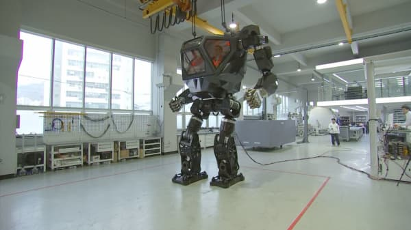 CNBC takes a ride in a 13-foot, 1.6 ton walking robot