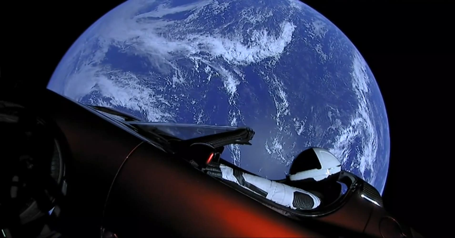 astronomers spotted elon musk s tesla through a telescope. Black Bedroom Furniture Sets. Home Design Ideas