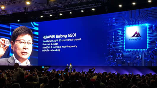 Huawei shows first 5G router for fixed-wireless services
