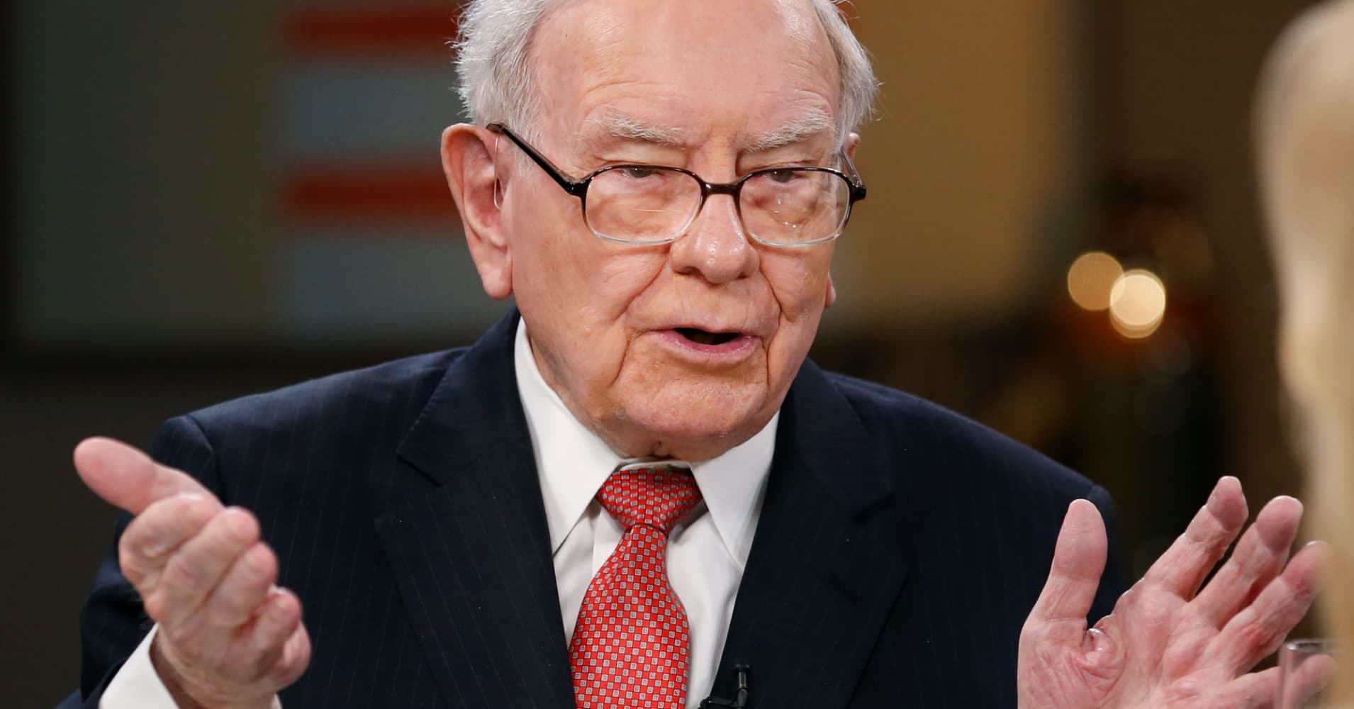 Warren Buffett says he has $116 billion to spend. Listed here are 5 corporations he should purchase
