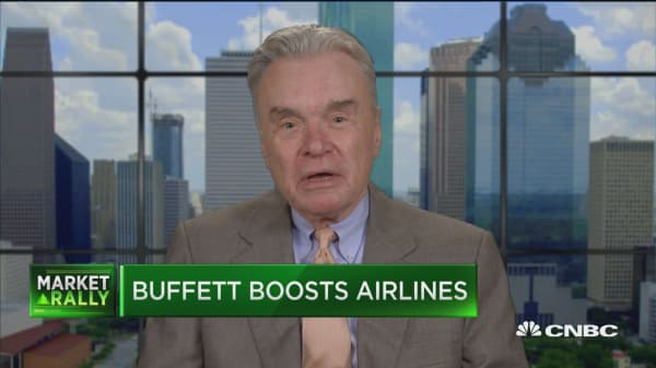 Fmr. Continental Airlines chairman: My advice to Buffett on buying an airline