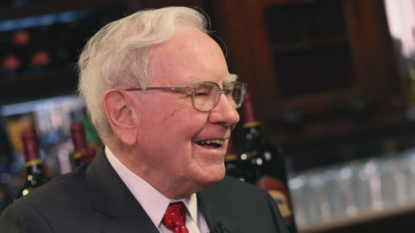 These are the companies that Warren Buffett should buy