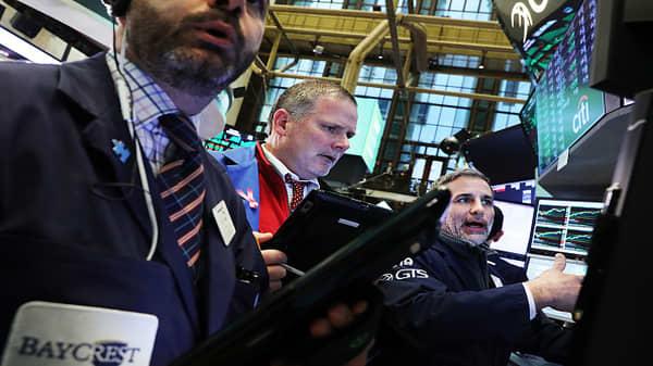 Expect a V-shape bounce as stocks rebound: Tom Lee