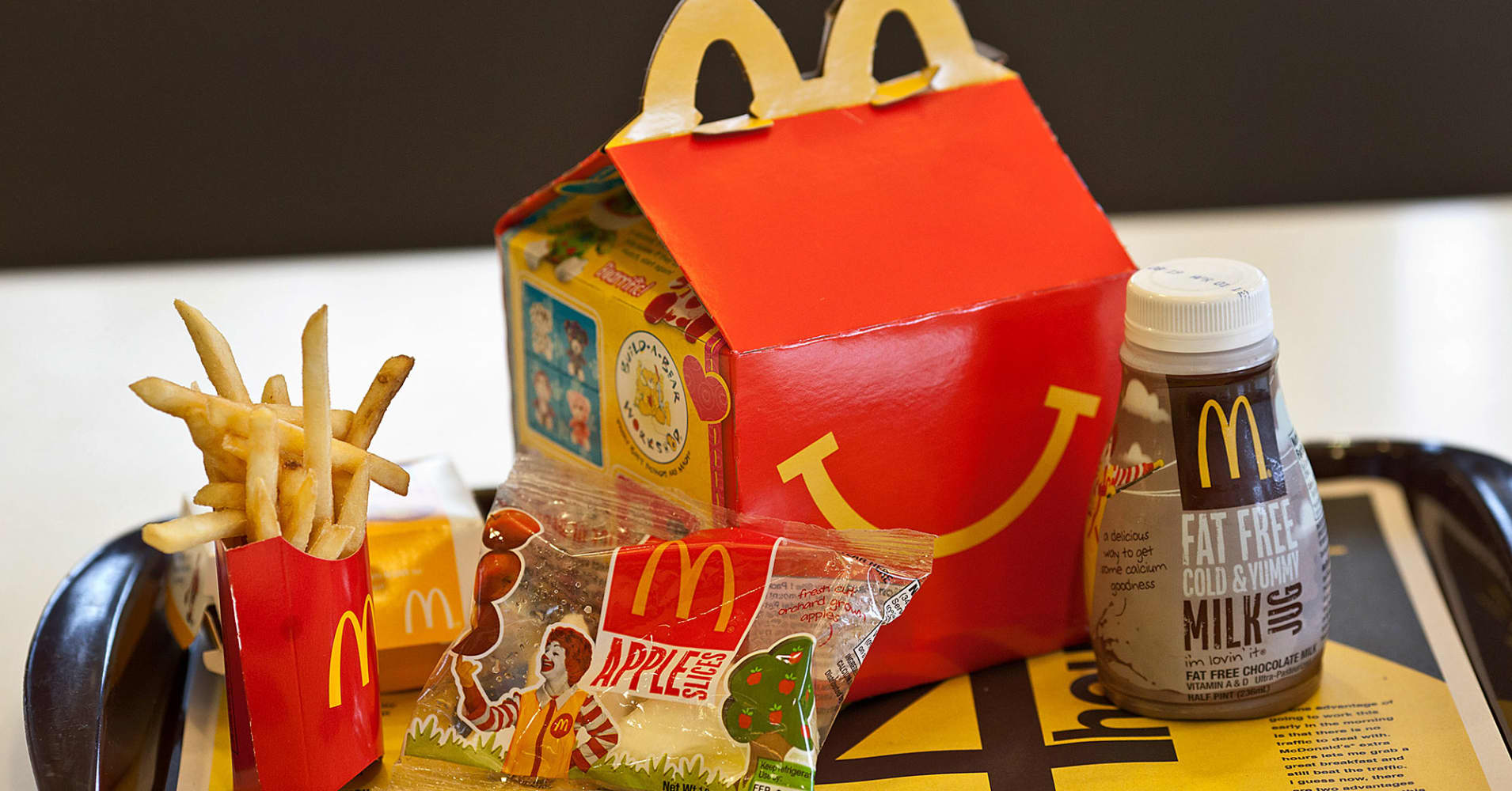 40 år mcdonalds Here's how McDonald's Happy Meals have changed over the years 40 år mcdonalds