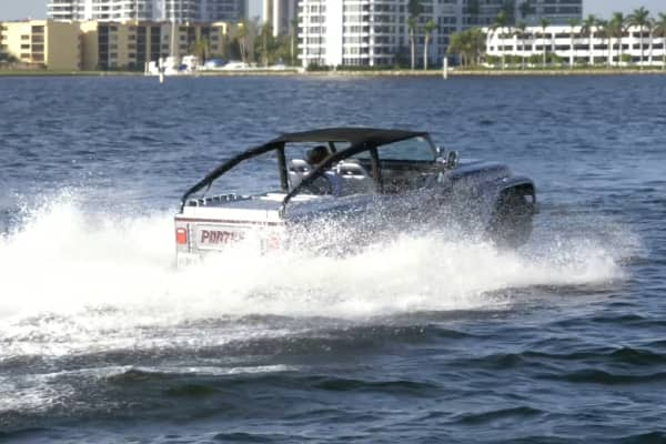 The Panther zooms through Biscayne Bay at top speed.