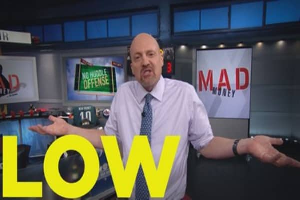 Cramer Remix: Lowe's is an underdog, but it could be worth your while