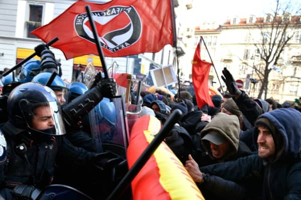 Police clash with demonstrators during an anti-fascist and anti-racist march to protest against a Lega Nord far right party general election campaign rally on Piazza Duomo in Milan on February 24, 2018 a week ahead of the Italy's general election. I