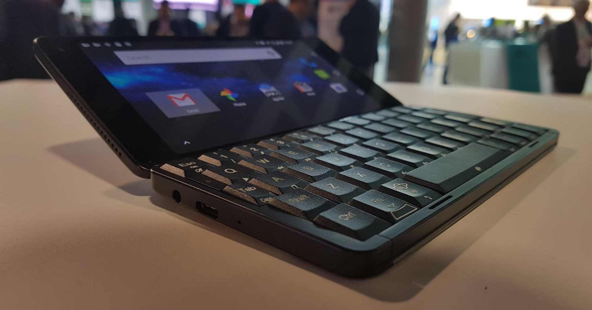 A '90s-style personal digital assistant that's a smartphone with a keyboard has launched