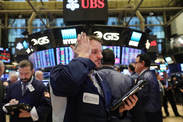 Stocks extend losses after tariff announcement