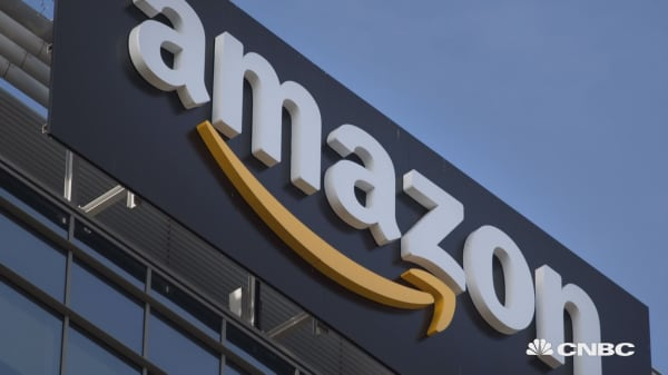 Amazon looks to offer checking accounts for customers via JP Morgan, other banks: WSJ