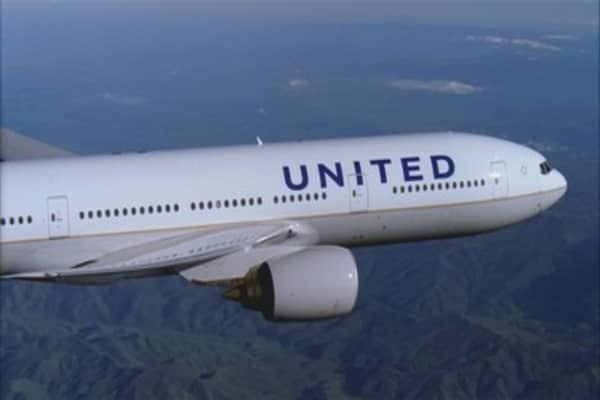 United Airlines replaces quarterly bonuses with a lottery, angering some employees