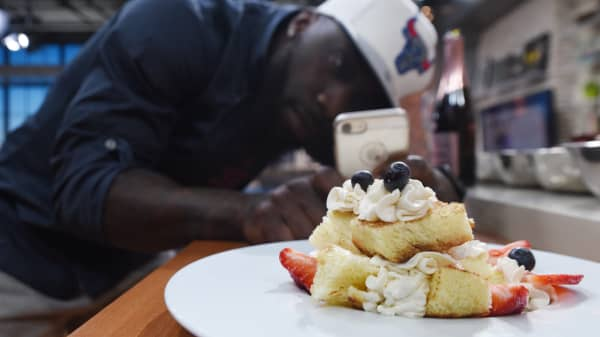 Instagram helped this former NFL player earn six figures as a chef to the stars