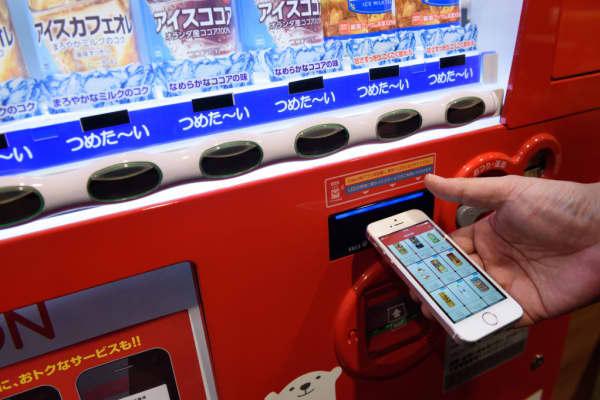 TheCoke ON app being used in Japan. The app allows consumers to collect points and exchange them for drinks.