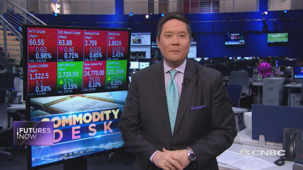 Tariff turmoil to stick around for weeks, maybe months: Wells Fargo