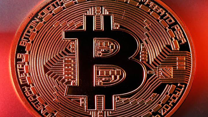 Bitcoin Falls Below 9000