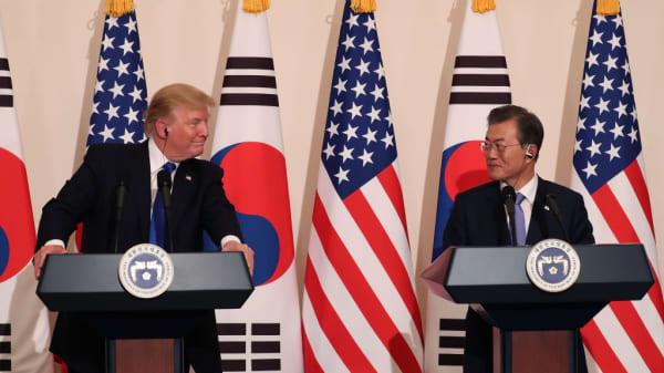 U.S. President Donald Trump talks with South Korean President Moon Jae-In at the presidential Blue House on November 7, 2017 in Seoul, South Korea.