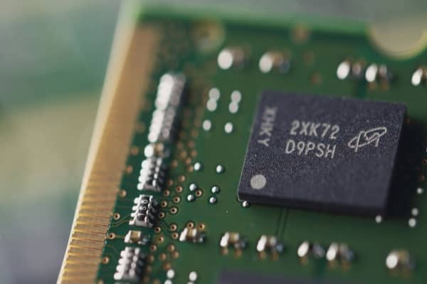 Analyst nearly doubles his price target for Micron, predicting higher chip prices, dividend