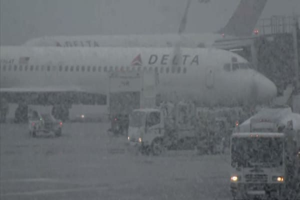 Major winter storm blasts Northeast as more than 1,600 flights cancelled