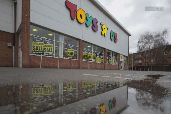 Toys R Us prepares plan to liquidate its business