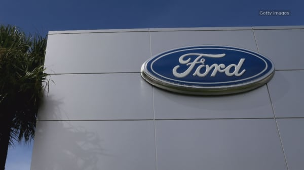 Ford recalls nearly 1.4 million cars, steering wheel can come loose