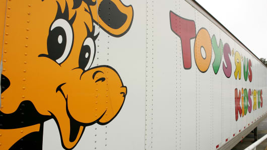 Geoffrey the Giraffe is seen on the side of a Toys 'R' Us truck in 2005.