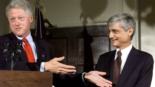President Bill Clinton (L) talks about former Treasury Secretary Robert Rubin (R) at the unveiling ceremony of Rubin's official portrait in the halls of the Treasury Department 27 June, 2000.
