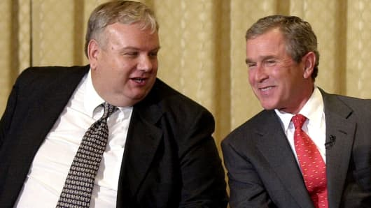 President-elect George W. Bush (R) and newly named White House economic advisor Larry Lindsey (L) share a laugh at an economic forum 03 January, 2001.