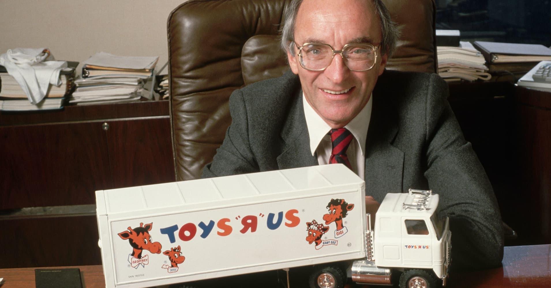 Toys R Us founder Charles Lazarus dies at 94, as toy empire liquidates