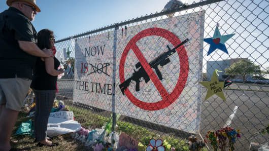 Signs and flowers by the fence surrounding Stoneman Douglas High School. On February 14, 2018, a former school Stoneman Douglas student Nikolas Cruz entered the school at 2.30pm and proceeded to kill 3 teachers and 14 school children in a 7 minute shooting spree.